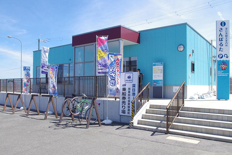 深日港は南海・深日町駅から2分ほど、南海・大阪難波から特急で約1時間