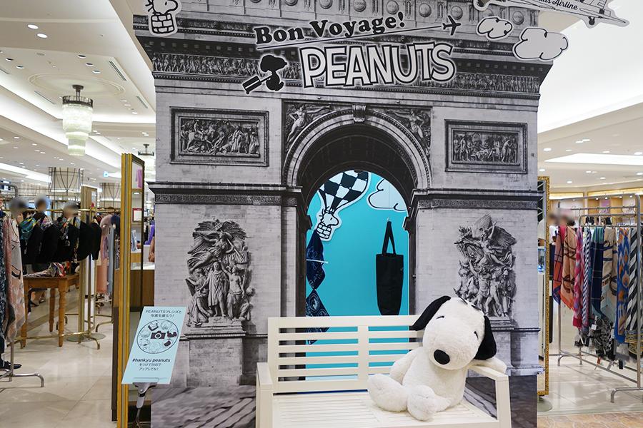 旅をテーマにフォトスポットがあちこちに登場。1階にはパリの凱旋門