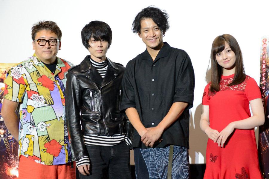 左から、福田雄一監督、菅田将暉、小栗旬、橋本環奈(18日・大阪市内)