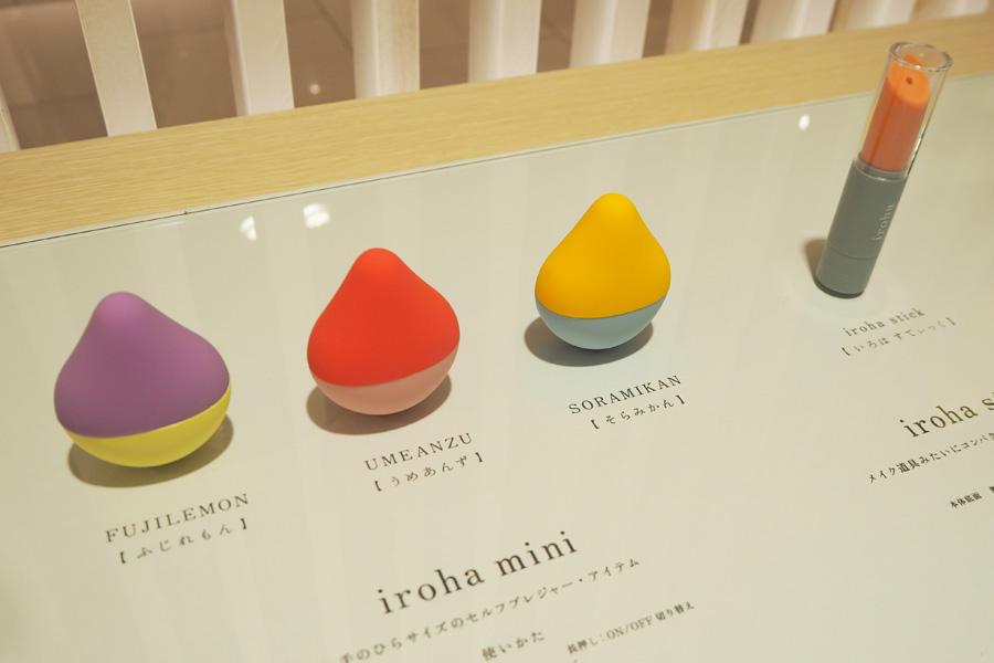 「iroha mini」(各1890円+税)、「iroha stick」(1200円+税)など商品が並ぶ