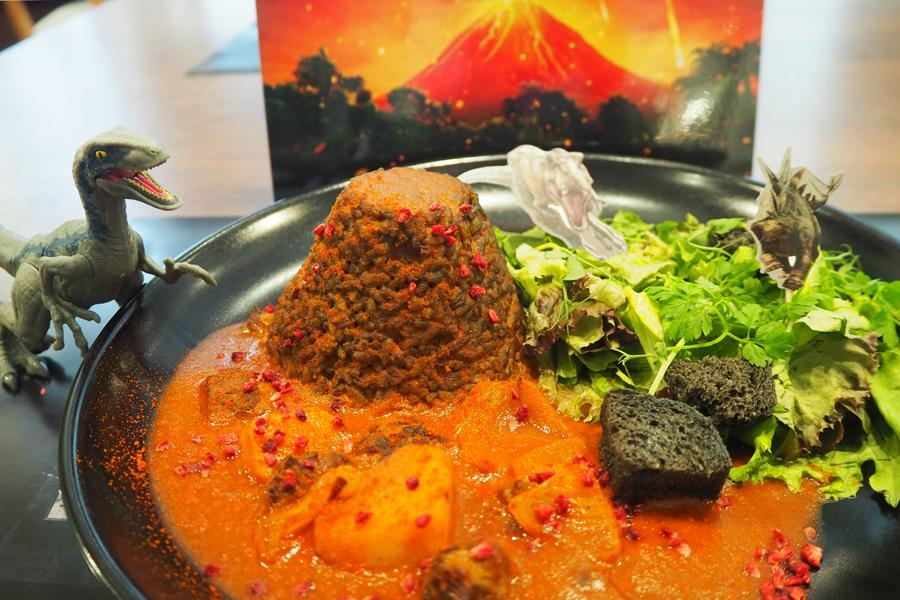 東京で一番人気だった「大噴火!ボルケーノカレー」(1290円+税)