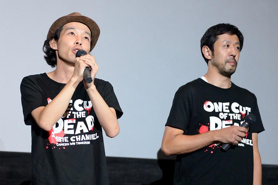 大阪初の舞台挨拶に登壇した映画『カメラを止めるな!』の上田慎一郎監督(左)と濱津隆之(19日・大阪市内)