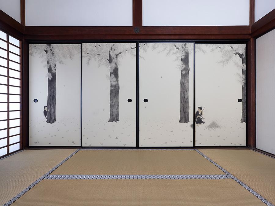 濱地創宗「寒山拾得」 僧侶であり日本画家でもある濱地が描いたのは、唐の時代、天台宗の国清寺にいたとされる僧侶、寒山と拾得