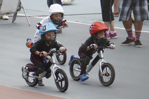 2歳から未就学児を対象にしたランバイクレースは25日に開催