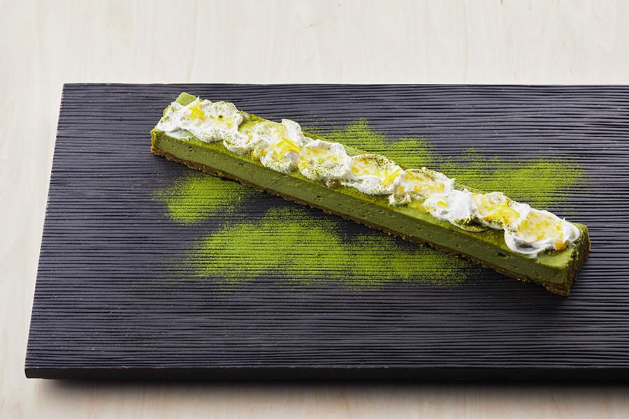 濃厚さと爽やかさを同時に味わえる、抹茶と柚子のチーズケーキ