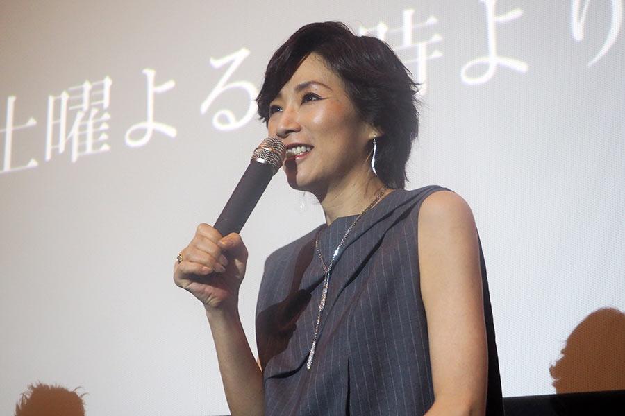 ドラマ『イアリー 見えない顔』の舞台挨拶に登場した真琴つばさ(11日・大阪市内)