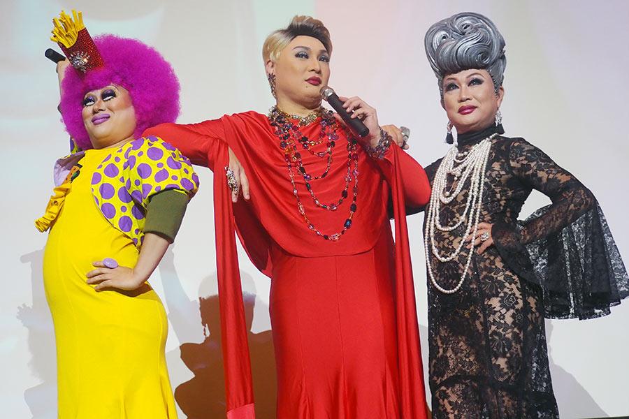 左から、ベビー・ヴァギー、ナジャ・グランディーバ、マダム・ココ(7日・大阪市内)