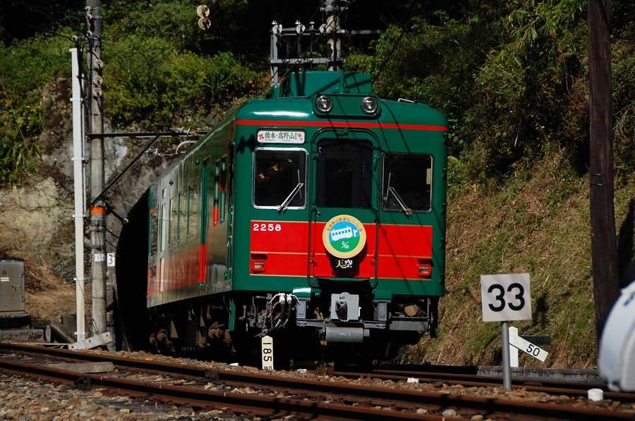 世界遺産・高野山へ向かう南海電鉄の「こうや花鉄道 天空」