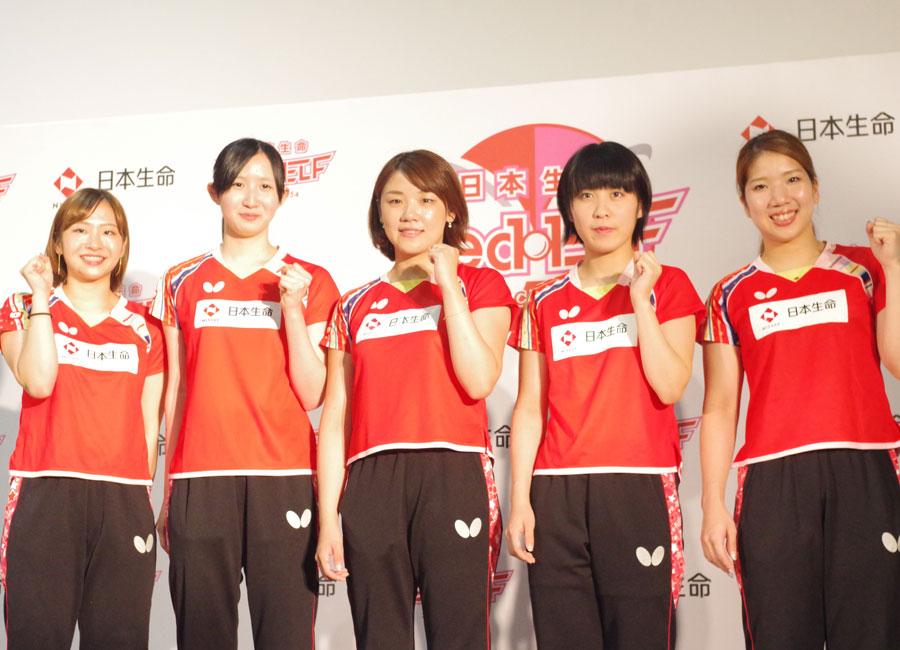 会見を行った選手。左から前田選手、早田選手、石垣選手、平野選手、森選手