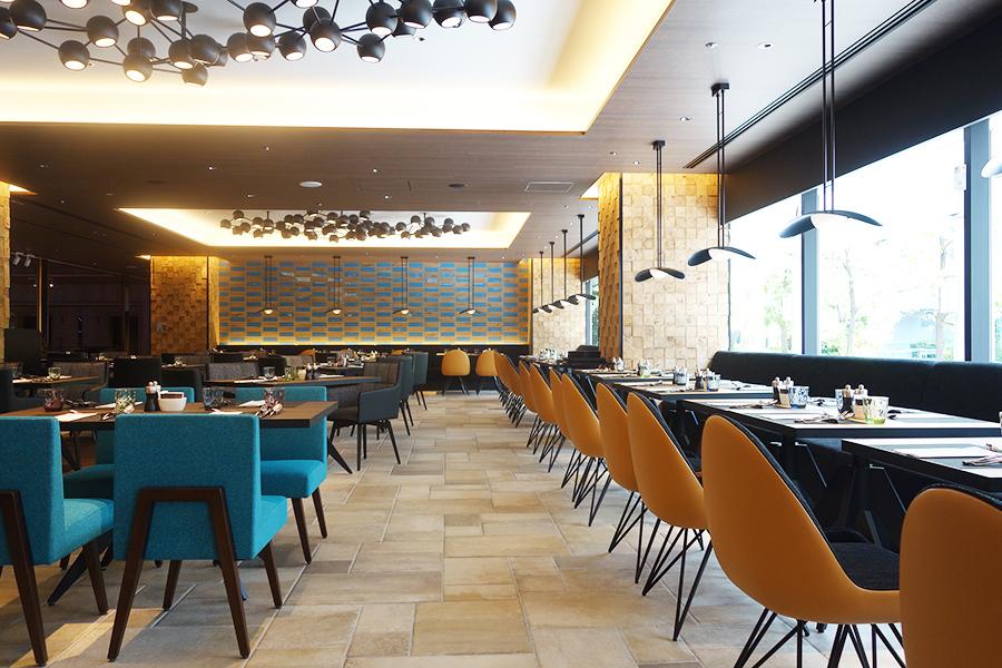 「フォルク キッチン」は全116席。7名以上でディナーを予約すると、アクアパッツァがサービスされる
