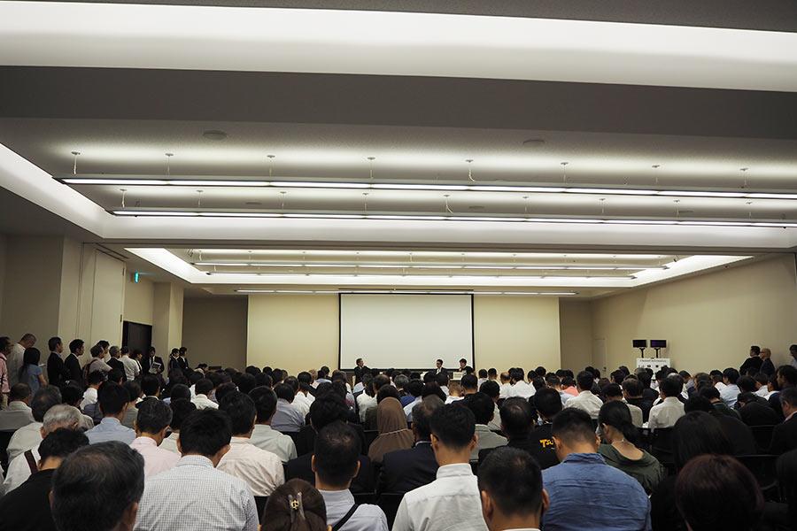 240席があっという間に埋まった特別講演「これからのプロスポーツビジネスが目指すもの」(30日・大阪市内)
