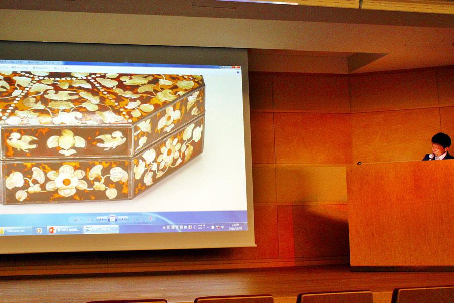 珍品を多用した献物箱「玳瑁螺鈿八角箱」が今年のメインビジュアルを飾る
