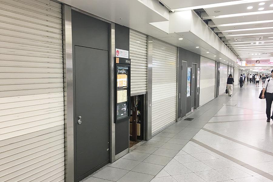 普段は多くの人で溢れかえる「ホワイティ梅田」も、台風20号の接近により人の姿もまばらに(8月23日・大阪市内)