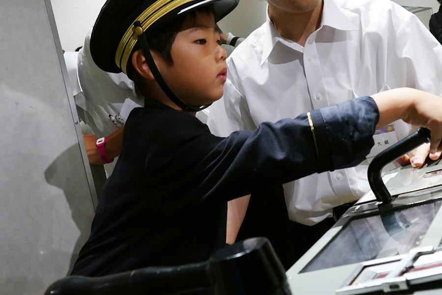 JRと阪急の電車シミュレーターも。今年は阪急今津線とJR万葉まほろば線が追加されている