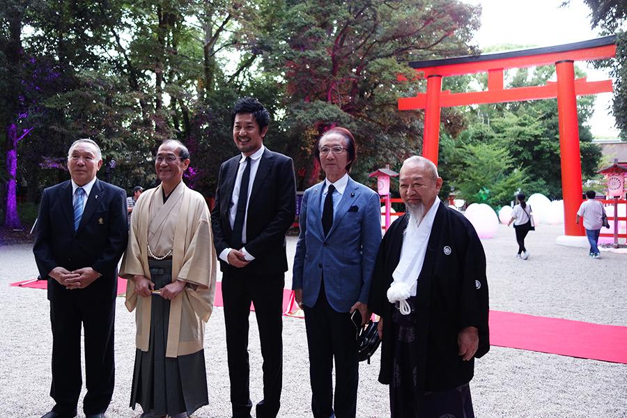 左から2番目が門川大作氏、中央が猪子寿之氏