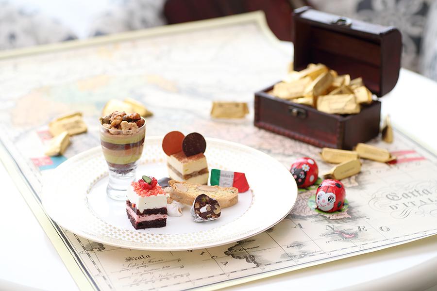 イタリアンドルチェは、ティラミス、ビスコッティ、ストロベリーとリコッタチーズのムース、チョコレートサラミなど