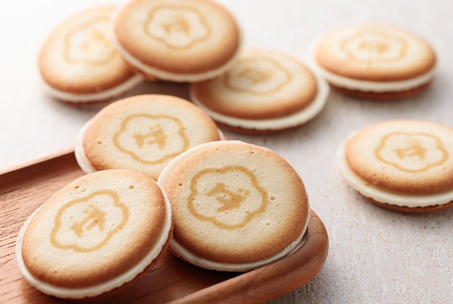 クッキーは、ホワイトチョコとチーズをサンド。チーズクリームにはゴルゴンゾーラとゴーダの2種を使用