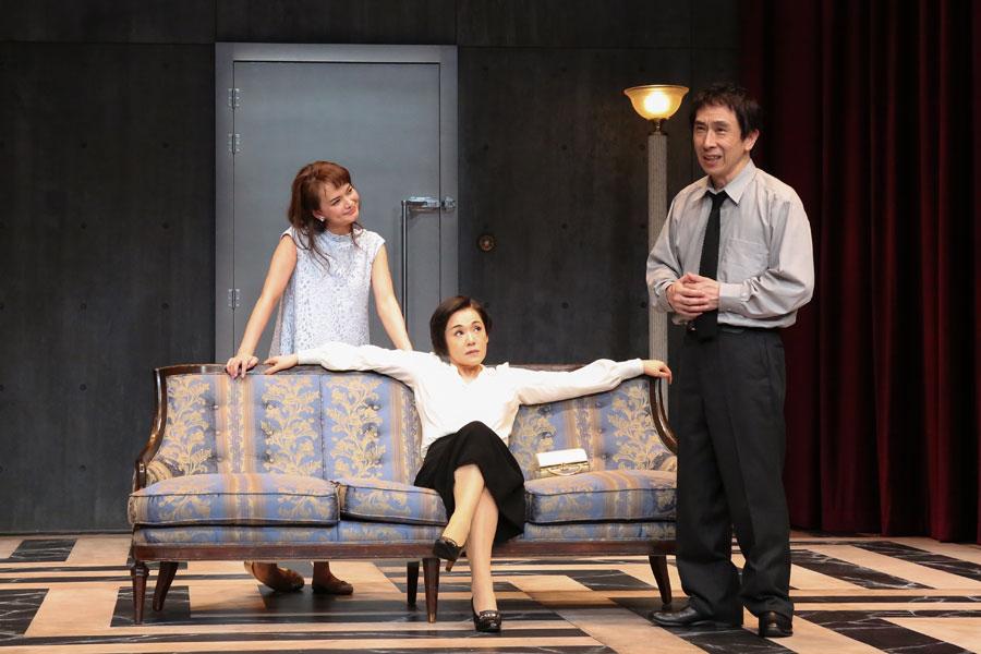 左から多部未華子、大竹しのぶ、段田安則。舞台『出口なし』東京公演より 写真/宮川舞子