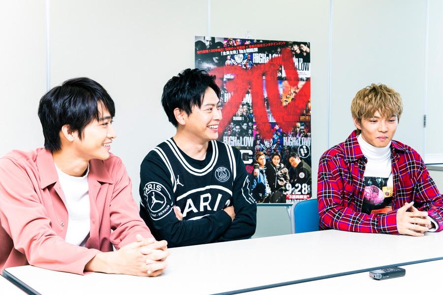DTCそのままの雰囲気で、インタビューに答える3人(左から佐藤寛太、山下健二郎、佐藤大樹)