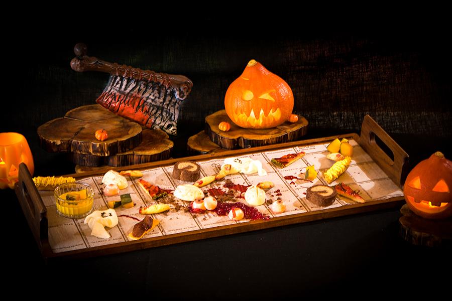 かぼちゃスフレ、紫芋モンブランとともに、目玉や指スイーツが…
