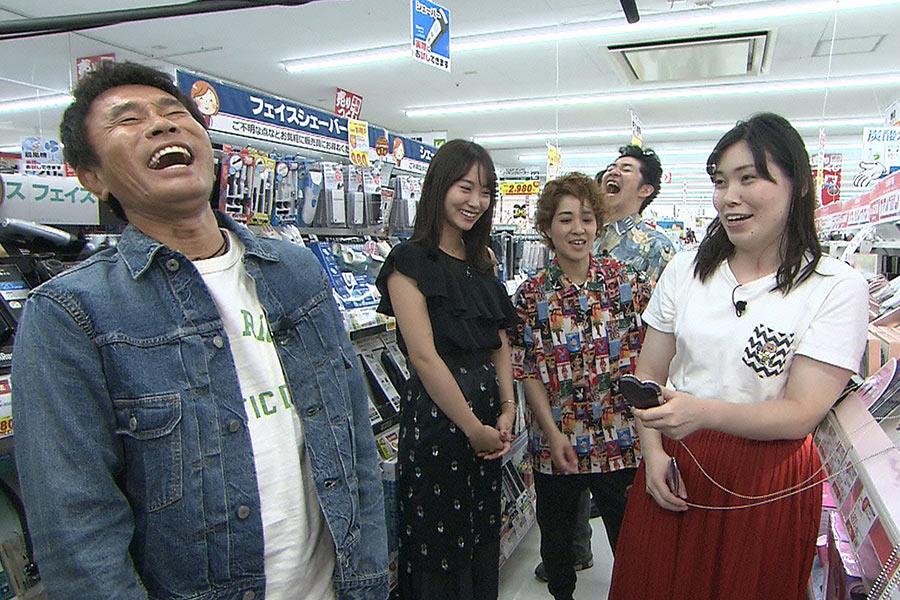 「気づいたんです、ブスだって」と語る尼神インター誠子(右) © ytv