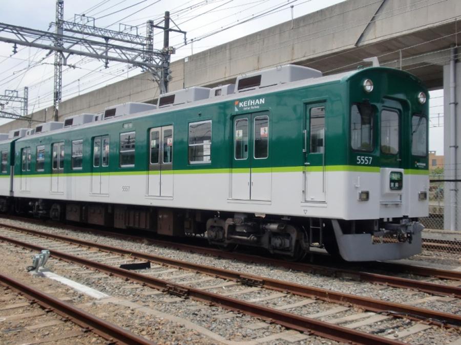 写真は、京阪本線・鴨東線・中之島線を走行する5000系