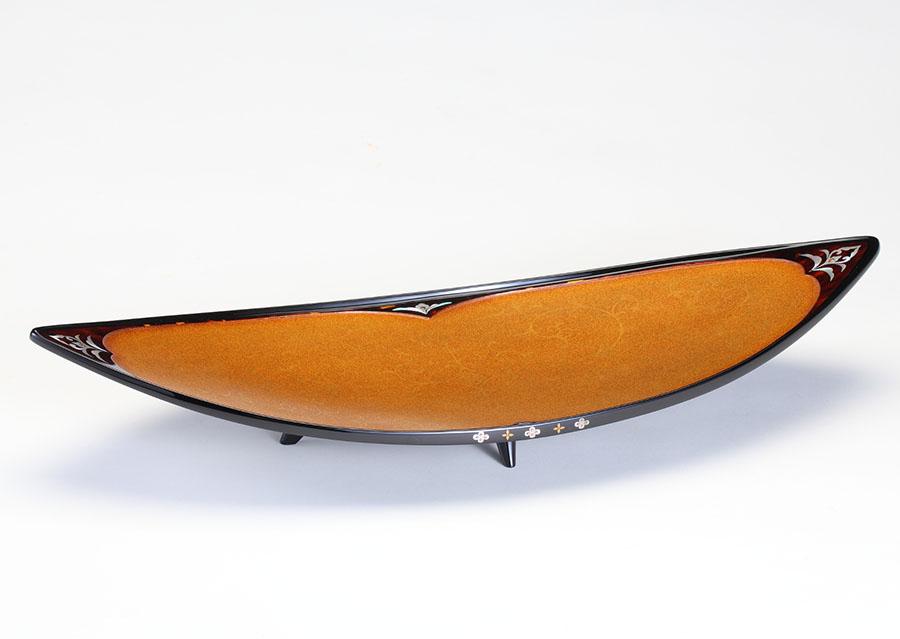 北村昭斎「玳瑁螺鈿舟形供物盤」1999年 奈良県立美術館蔵