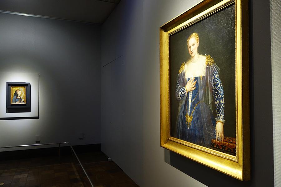 手前がヴェロネーゼの《女性の肖像》(通称:美しきナーニ)