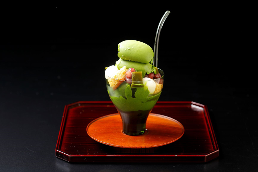 最高級の宇治抹茶を使った、人気の「無碍山房 濃い抹茶パフェ」(1301円)も登場