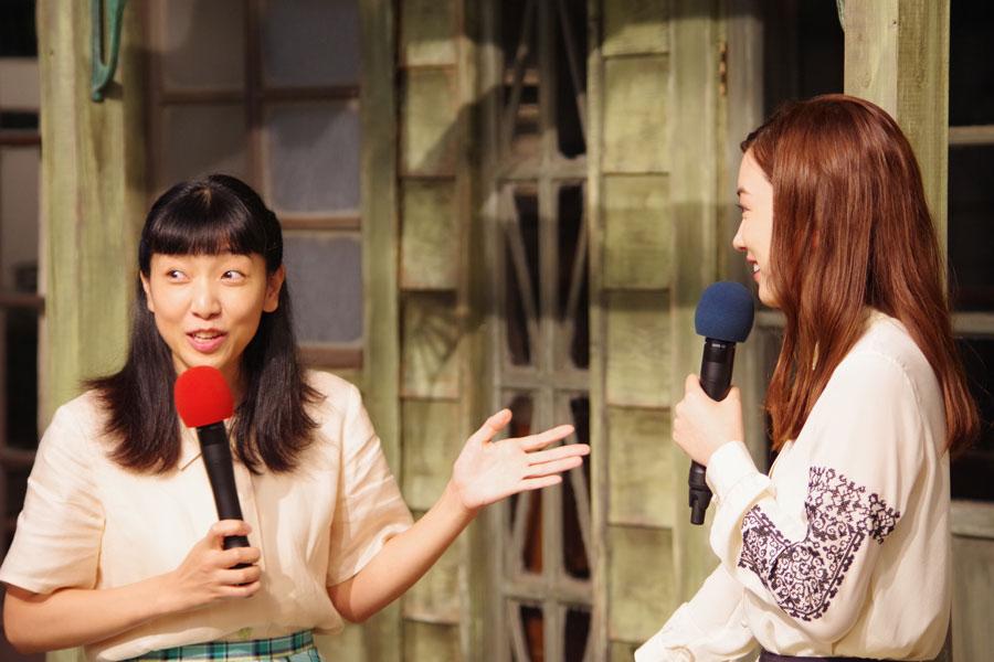 「今日初めてお会いして、泣きそうになっちゃった」と初対面によろこぶ安藤サクラ(左)と永野芽郁