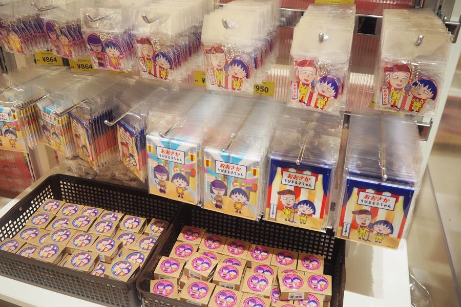 大阪限定グッズは、アクリルキーホルダー(2種各840円)やミントタブレット(2種各350円)など8種が並び、後日クリアファイルとトートバッグが追加される予定