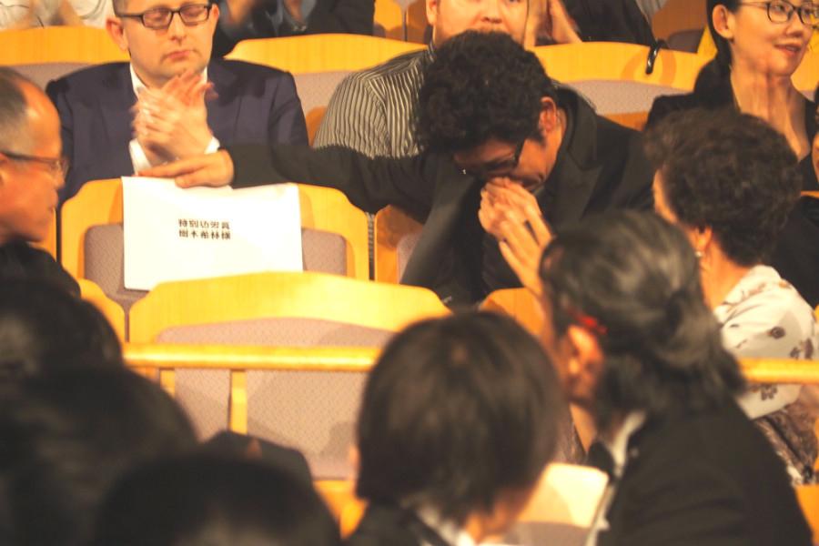 樹木希林さんの特別功労賞の発表に、思わず涙ぐむ俳優の永瀬正敏(20日・奈良市内)