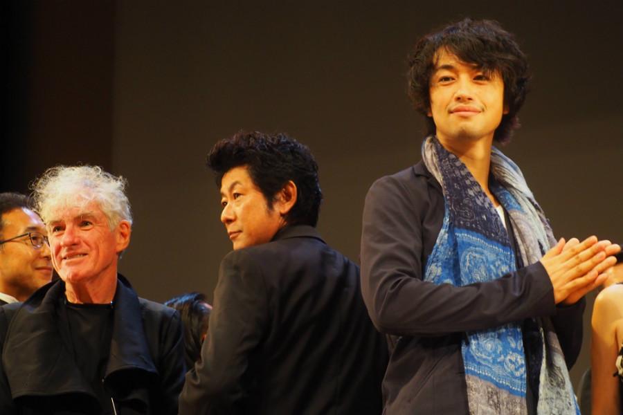 オープニングセレモニーにて、左から撮影監督のクリストファー・ドイル、永瀬正敏、斎藤工(20日・奈良市内)