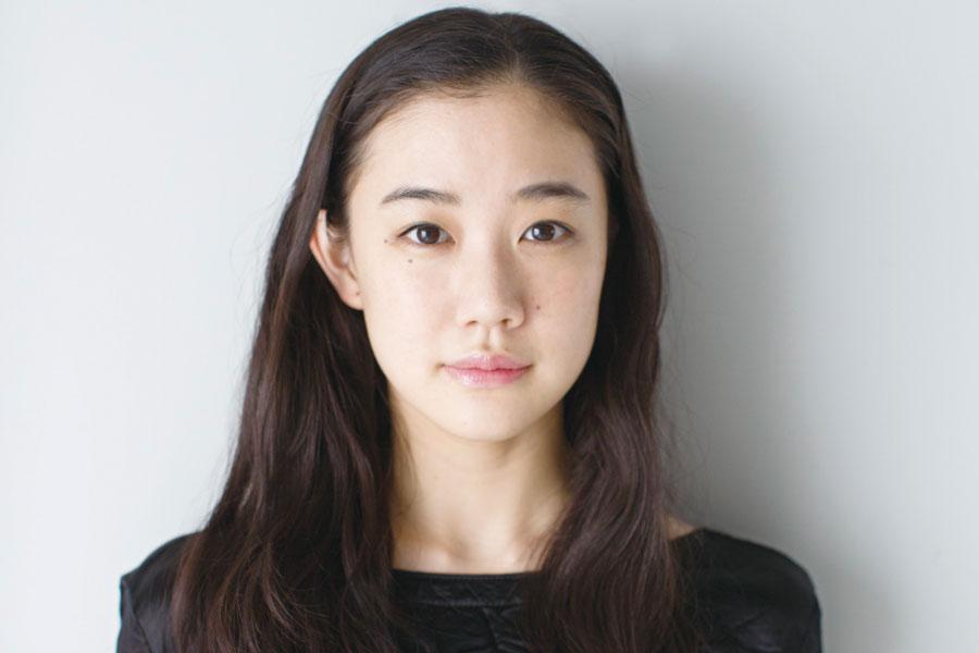 舞台『スカイライト』で3人芝居に挑む女優・蒼井優