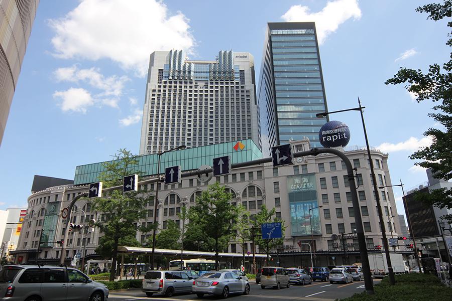 大阪高島屋の南西側に位置する「なんばスカイオ」