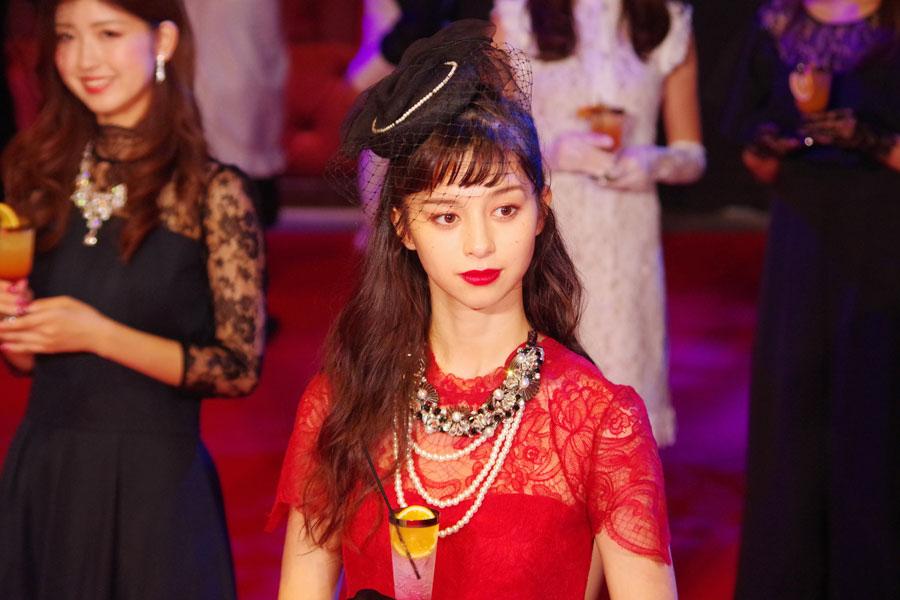 ユニバーサル・スタジオ・ジャパンのハロウィンイベント開幕セレモニーに登場した、モデルで女優の中条あやみ
