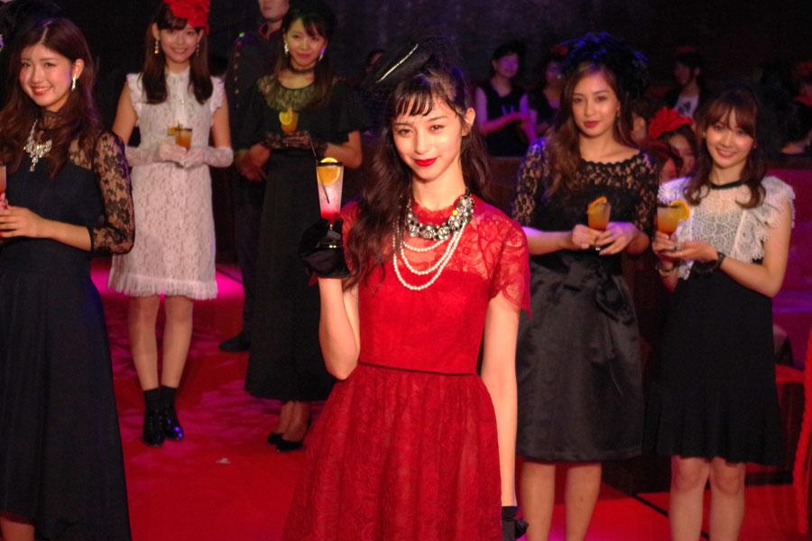 開幕セレモニーで乾杯の音頭をとった中条あやみ(6日・ユニバーサル・スタジオ・ジャパン)
