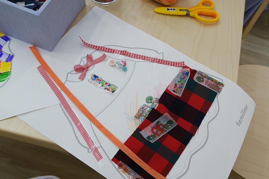 ファミリアで実際に使われているボタンや布地を使って(贅沢!)、制作活動ができるアトリエ