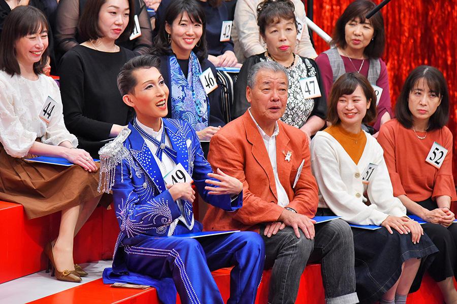 ファンのなかには盗塁王、福本豊の姿も(前列左から2人目)
