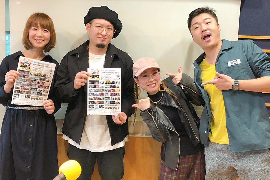 左から、番組DJの谷口キヨコ、YOKOYURE(マツシマヨウヘイ、アクビ)、モッティ店長