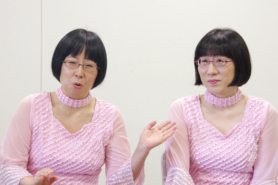 電子レンジを借りいいくと妹・木村(左)に「電気泥棒」と呼ばれるという姉・渡辺