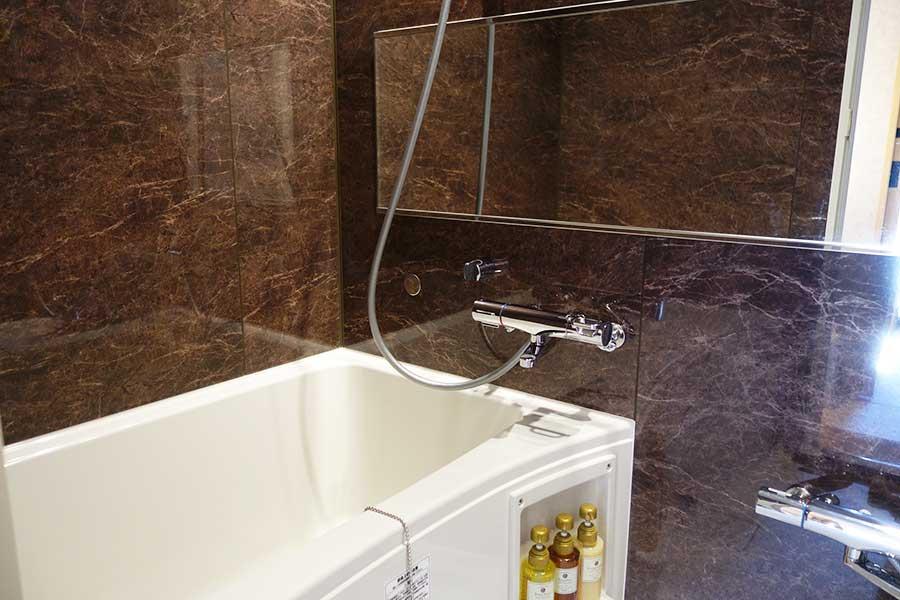 2人部屋以外はトイレとお風呂はセパレート。写真は「インダストリアル」のバスルーム