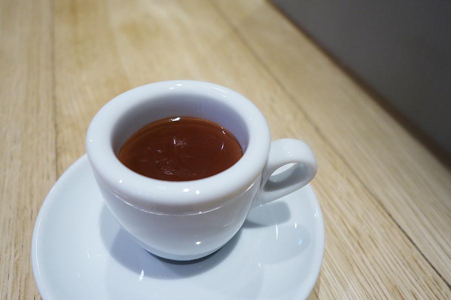 チョコレート好きにはたまらない「カカオプレッソ」。スラウェシ島は地震で被害にあったばかりで「チョコレートを通じてサポートしていきたい」と吉野さん