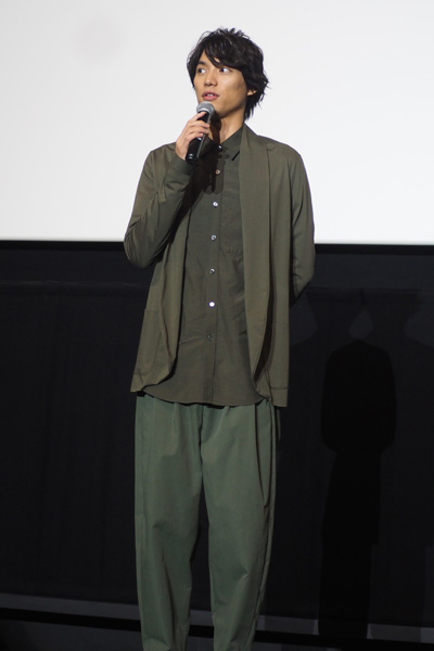 舞台挨拶に登壇した福士蒼汰(18日、大阪市内)