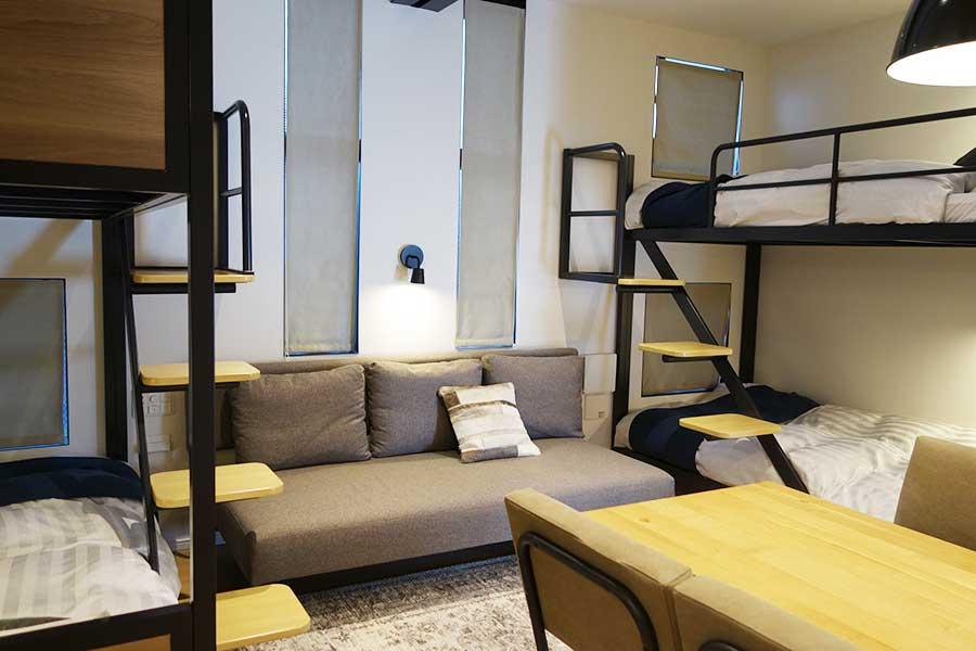 2基連結した2段ベッドがある「インダストリアル」では5人で宿泊可(1人はソファベッド)