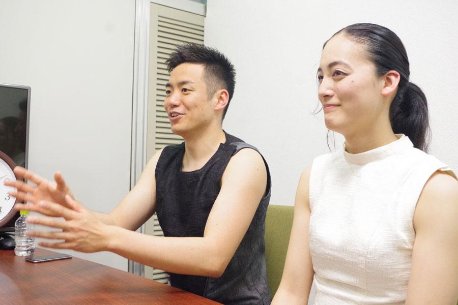「MVを作ることで僕たちの音楽のイメージがちょっとでも広がれば良いな」という住吉(左)とメンバーの山脇千栄