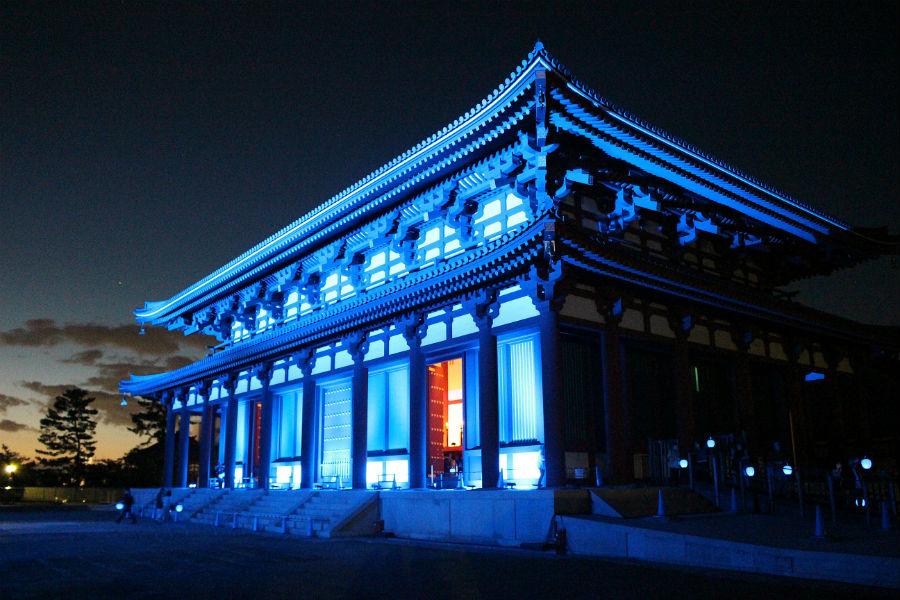 美術家・高橋匡太と音楽家・山中透のプロデュースにより、いにしえの姿を体感できるライトアップが開催された「興福寺中金堂」