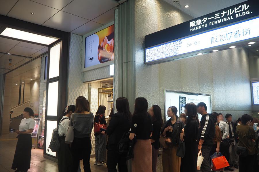 阪急梅田駅からすぐ、人通りが多い場所にオープンした「大人のガトーショコラ専門店 マジョリ」