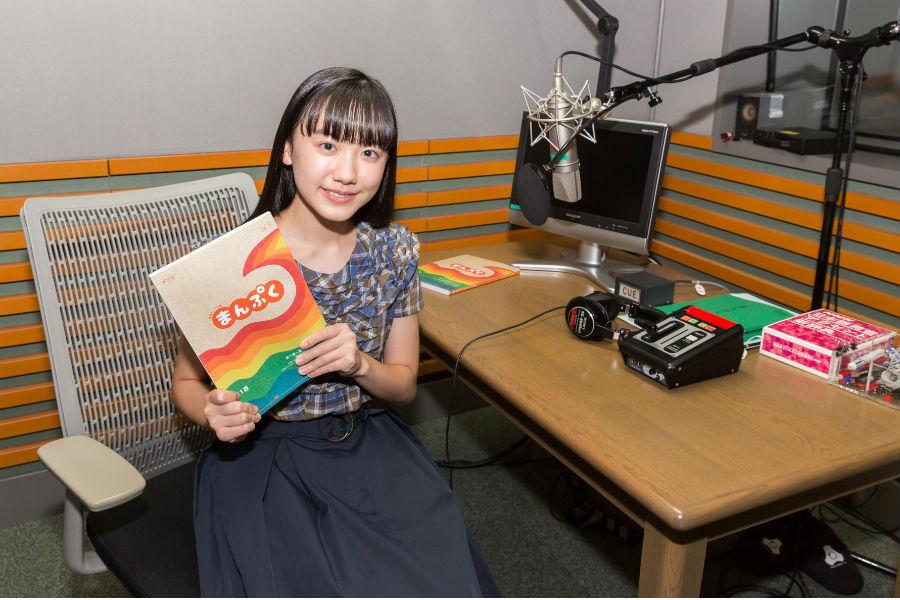 「私もみなさんと同じ気持ちで福ちゃんを応援しながら、物語をより一層楽しく親しみやすいお話だと感じていただけるような語りを目指します」と芦田愛菜