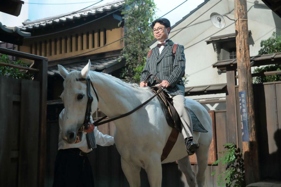 「乗り降りに苦戦するところをずっと練習させてもらっていたから、馬の蘭丸くんには相当嫌われていた気がします(笑)」と浜野謙太